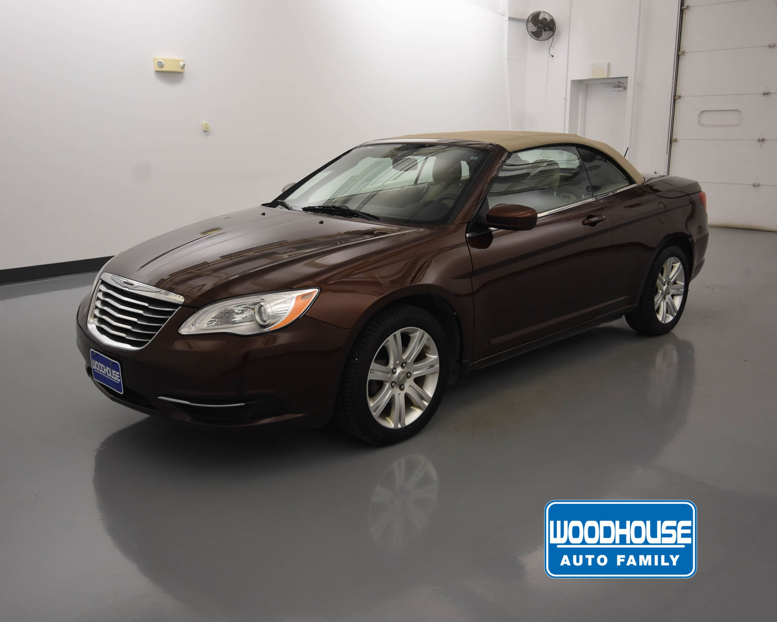 Chrysler 200 Convertible >> Pre Owned 2013 Chrysler 200 Touring Fwd Convertible