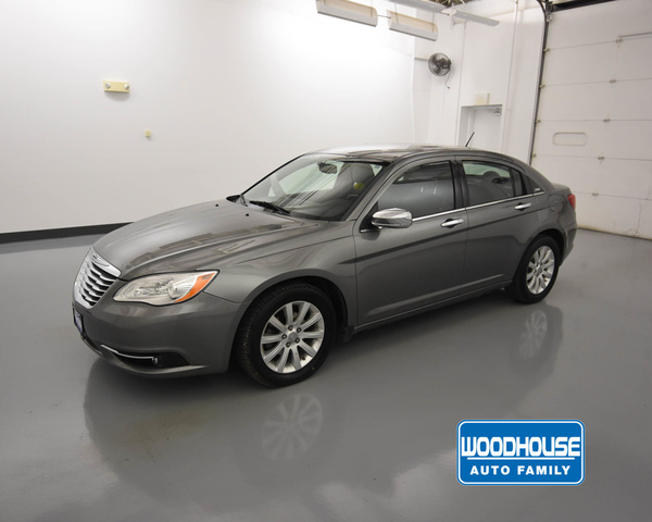 Pre-Owned 2013 Chrysler 200 4X2 Limited