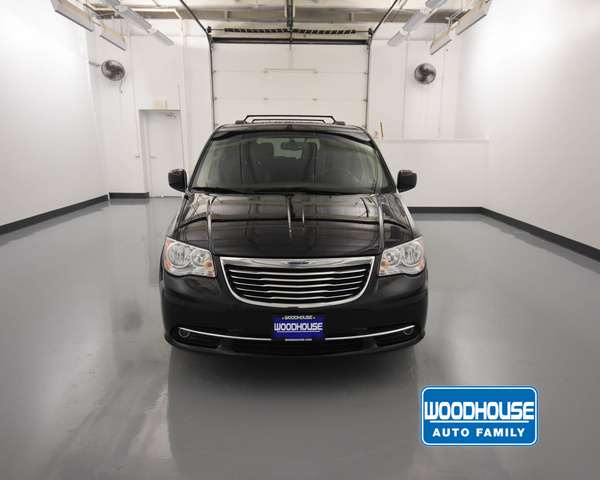 Pre-Owned 2014 Chrysler T&C Touring